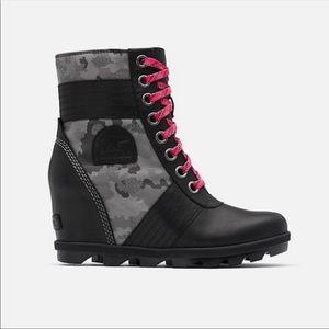 🖤SOREL LEXIE WEDGE BOOTS IN BLACK CAMO PRINT-NIB!